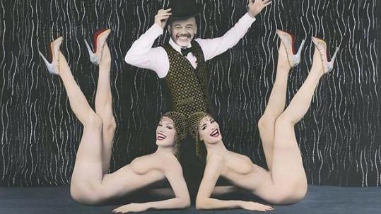 Christian Louboutin s kráskami z kabaretu Crazy Horse.