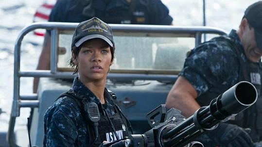 Rihanna jako drsná námořnice.
