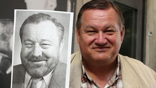 Jiří Petrášek s fotkou otce Jana Wericha. Je mu neuvěřitelně podobný.