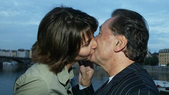 Tenhle vášnivý polibek Karla a Ivany je starý jedenáct let.