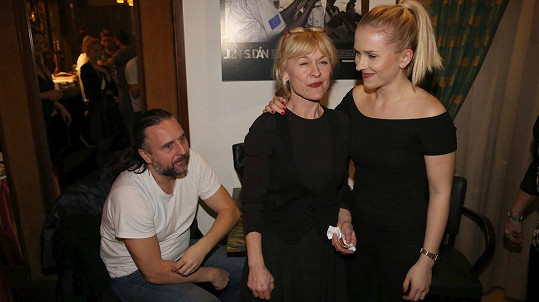 Dana Batulková na snímku s dcerou a partnerem