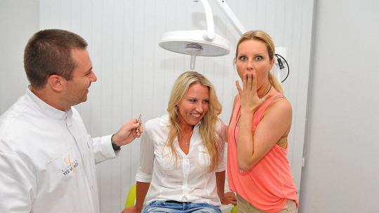 Simona přivedla sestru Yvonu na kliniku a užasla, jak omládla.