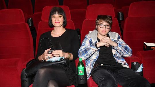 Natálie Kocábová si zašla se synem Vincentem do kina.