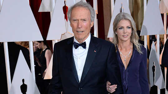 Clint Eastwood s o 33 let mladší partnerkou Christinou