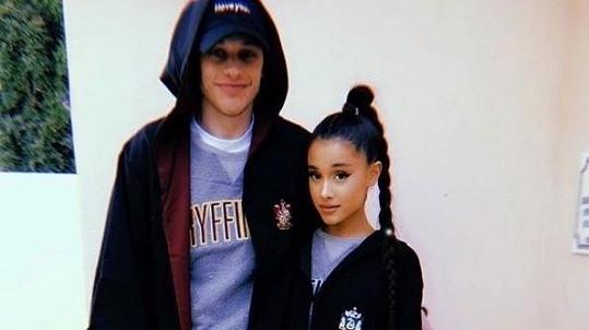 Ariana Grande a Pete Davidson