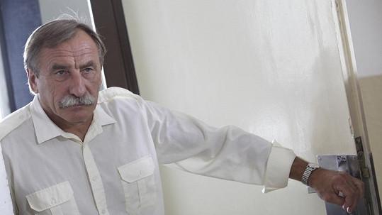 Pavel Zedníček si zahraje ředitele školy.