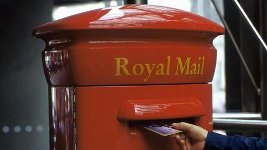 Místo do schránky házel britský důchodce dopisy do koše na psí výměšky.