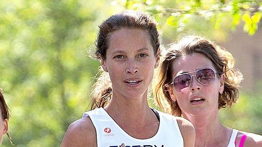 Christy Turlington během závodu své dobročinné organizace
