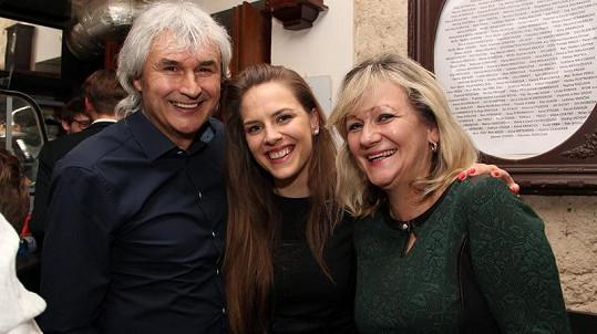 Petra Nesvačilová a její rodiče Jiří a Iva, kteří přijeli dceru na premiéru podpořit.