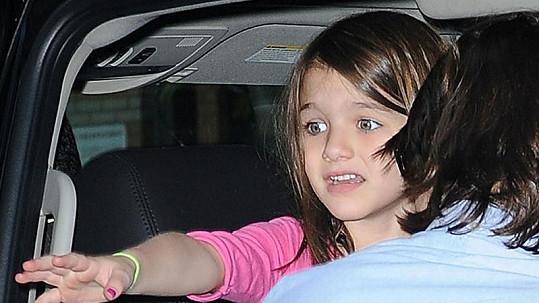 Pětiletá Suri měla strach v očích.