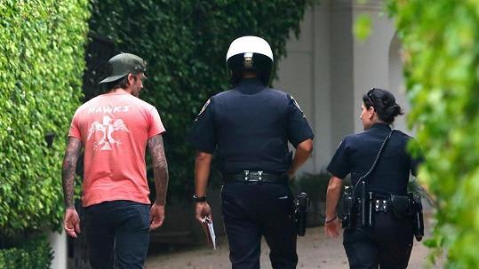 David Beckham vysvětloval policistům, jak k nehodě došlo.