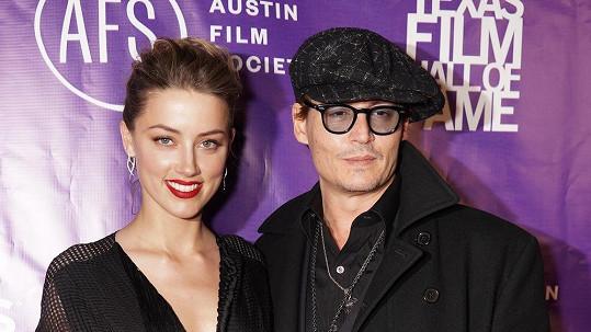 Johnny Depp s Amber Heard se zatím brát nebudou.