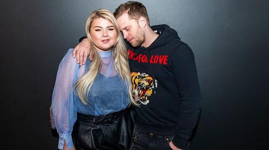 Evelyn Kramerová a Jakub Prachař se na premiéře nechali unést romantickou náladou.