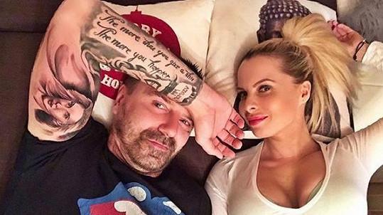 Tomáš Řepka si nechal Kateřinu Kristelovou vytetovat na biceps.