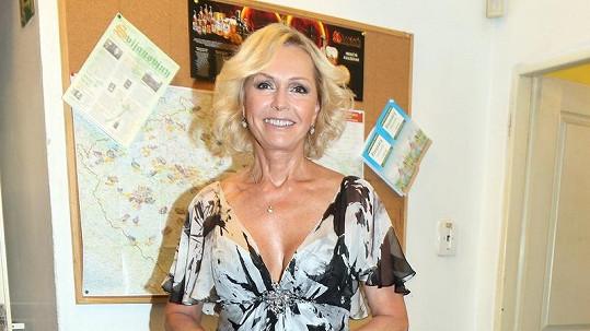 Helena Vondráčková je na svůj věk stále kost.