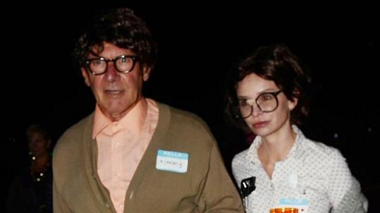 Dvě hvězdy v halloweenských kostýmech. Poznáte je?