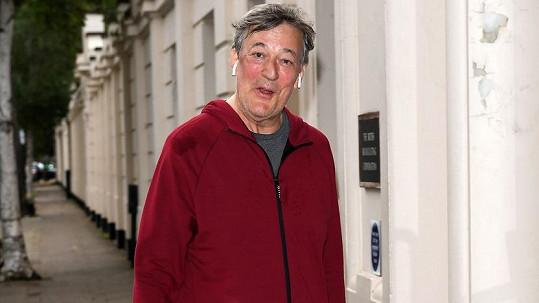 Stephen Fry výrazně zhubnul.