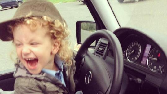 Max zbožňuje auta.