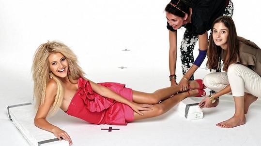 Jitka Nováčková letí bojovat o titul Miss Universe.