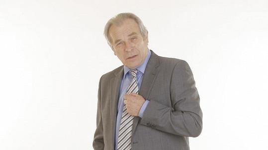 Alois Švehlík se podrobil operaci a odpočívá na chalupě.