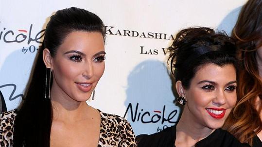 Sestry Kim (vlevo) a Kourtney Kardashianovy