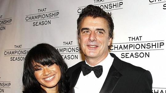 Za Chrise Notha alias Pana Božského se provdala bývalá servírka Tara Wilson.