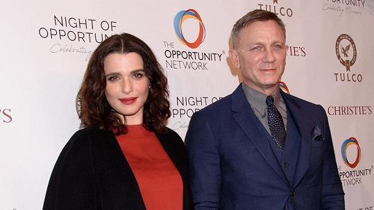 Krásná herečka a představitel Jamese Bonda mají dceru