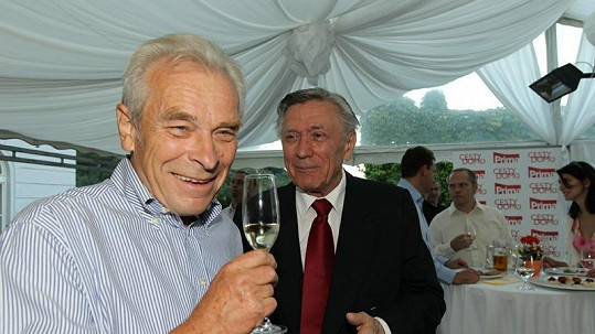 Člen činohry Národního divadla Alois Švehlík s Petrem Kostkou.