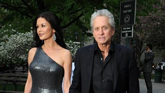 Velšská kráska Catherine Zeta-Jones se svým manželem.