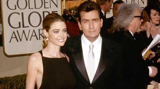 Charlie Sheen a Denise Richards v roce 2002