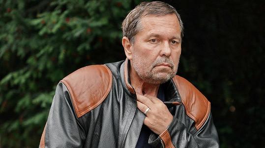 Jiří Pomeje se léčí s rakovinou.