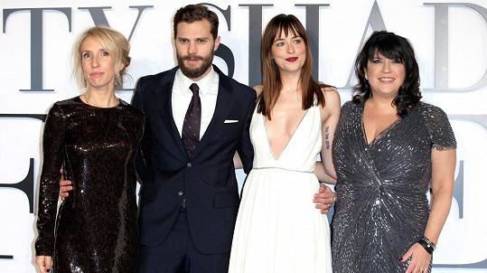 Z původního týmu už spisovatelce E. L. James zůstala jen herečka Dakota Johnson. Režisérka i hlavní herec odstoupili.