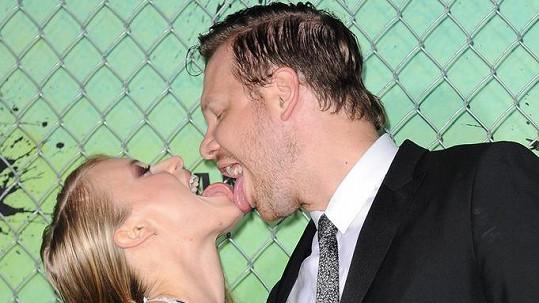 Tito manželé se vzájemnou přitažlivostí netají...
