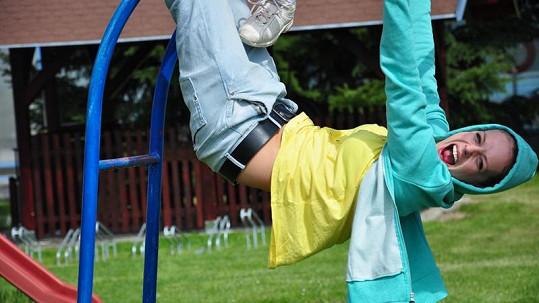 Kerestešová řádila na dětském hřišti jako malé dítě.