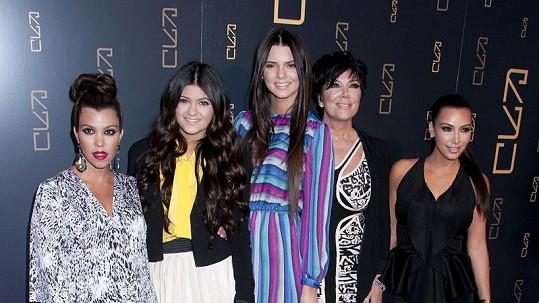 Tyto dámy budou moci diváci na televizi E! vídat další tři roky.
