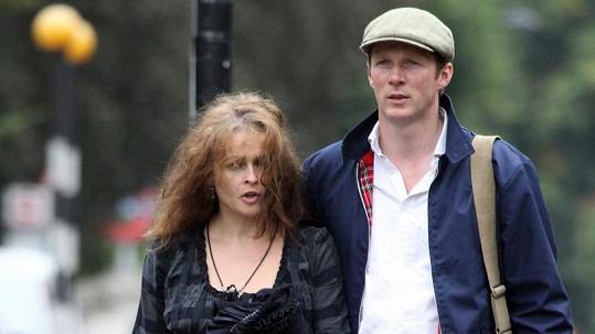 Helena Bonham Carter s tajemným doprovodem...