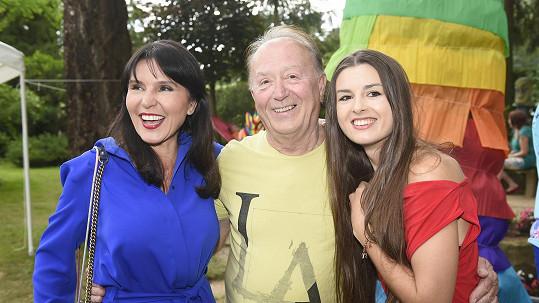 Petr Janda provdal dceru Elišku, kterou má z manželství s reportérkou Martinou Jandovou.
