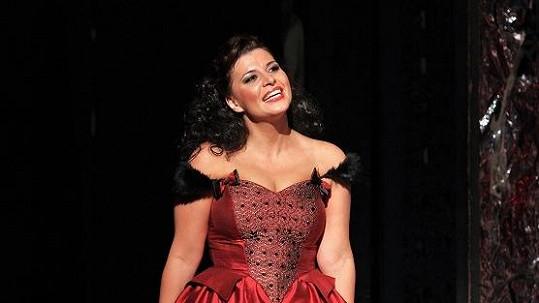 Andrea Kalivodová uhrane nejen zpěvem, ale i vnadami.