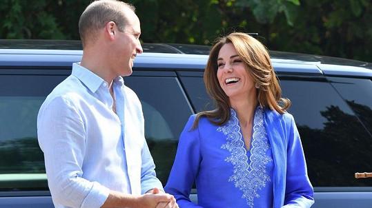 Kate a William mají na návštěvě Pákistánu nabitý program. Jedním z bodů byla i návštěva školy.