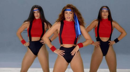 Shakira ve videoklipu Girl Like Me