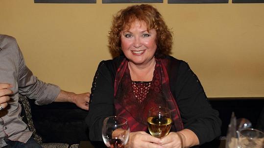 Naďa Konvalinková vyrazila na vínečko.