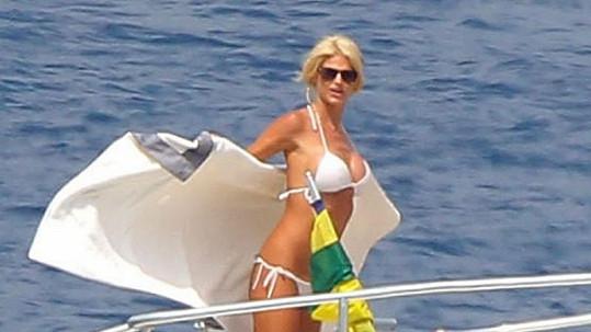 Victoria Silvstedt na jachtě poblíž Monaka.