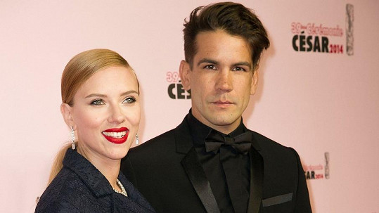 Scarlett je manželkou Romaina Dauriaka.