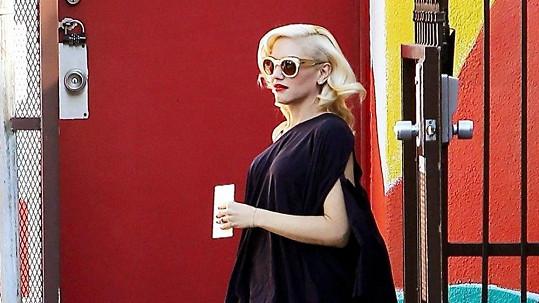 Gwen Stefani nosí poslední dobou stále volnější oblečení.