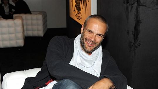 Producent Jaro Slávik měl po celý večer dobrou náladu.