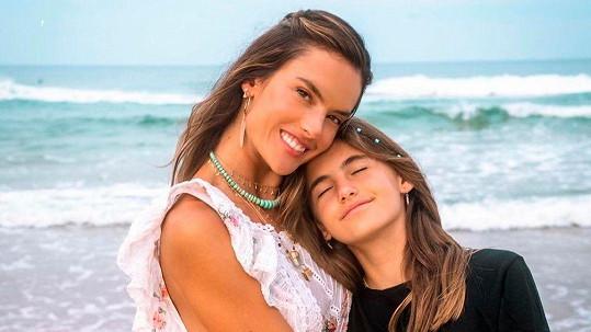 Alessandra Ambrosio s dcerou Anjou