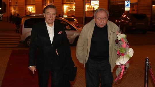 Karel Gott s osobním řidičem Oldou Havránkem