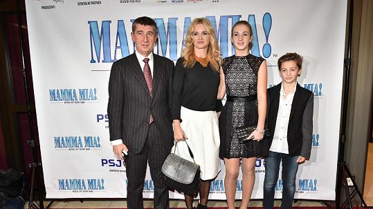 Andrej Babiš s přítelkyní Monikou a s dětmi