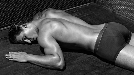 Rafael Nadal opět ukázal své namakané tělo.