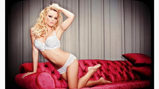 Pamela Anderson v kampani značky Bonita De Mas Lingerie.